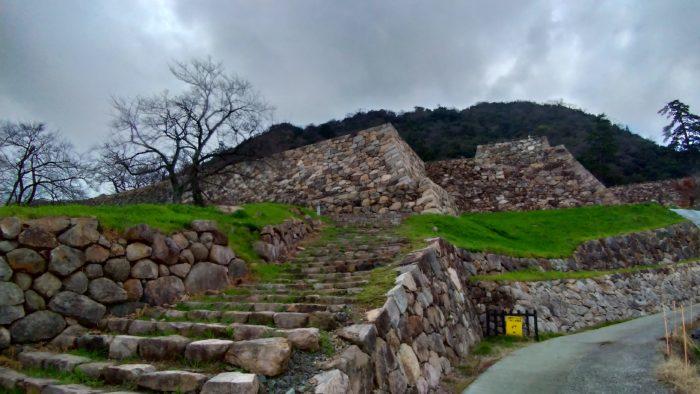地形を利用した山城