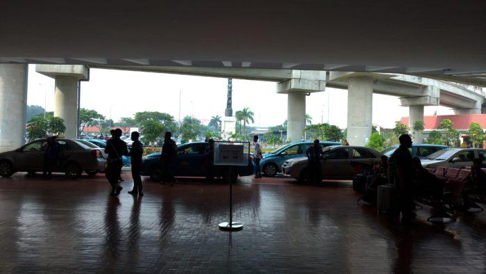 スカルノハッタ国際空港の出入口