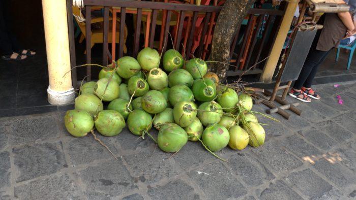 ヤシの木の汁(ココナツジュース)